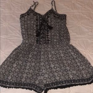 American Eagle black and white patterned romper